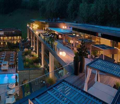 Blick von der Sky Lounge ins Ahrntal im Amonti & Lunaris