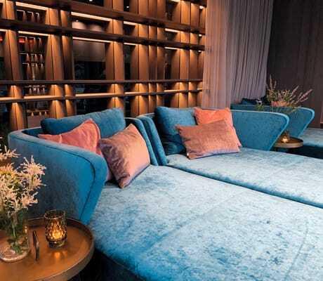Relax Zone mit Sofas