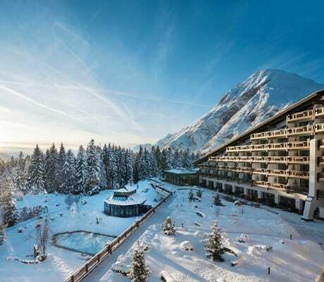 Außenansicht mit Schnee_Interalpen-Hotel_Tyrol