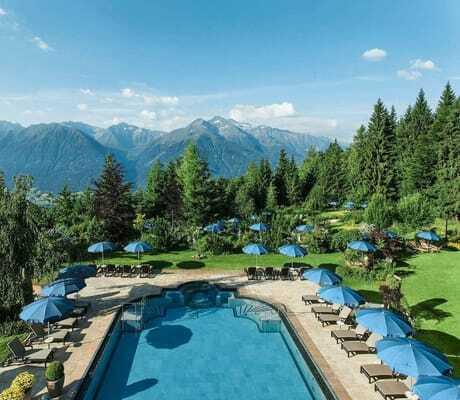 Außenpool_im_Sonnenschein_Interalpen-Hotel_Tyrol