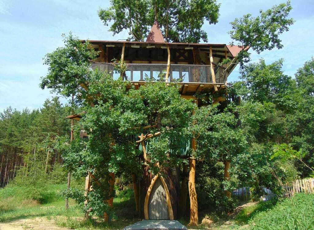 """Baumhaushotel in der """"Geheimen Welt von Turisede"""","""