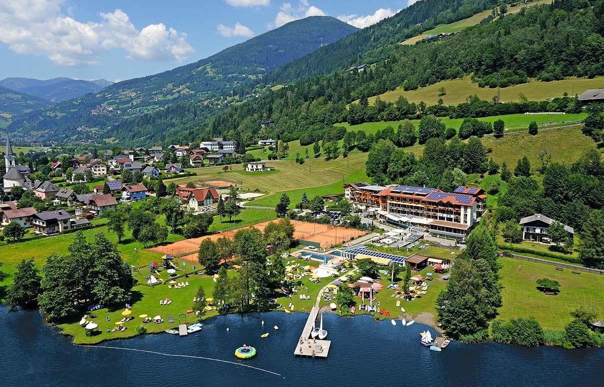 Außenansicht_Familien_Sporthotel_Brennseehof_Feld_Am_See