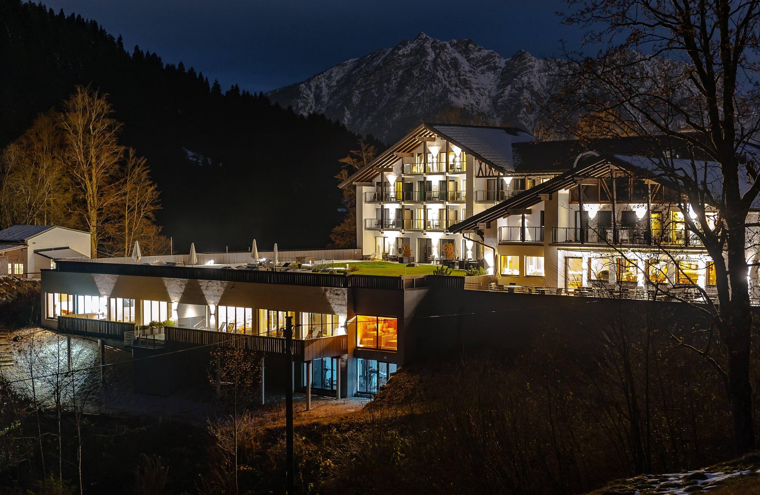 Das Wellnesshotel Das Graseck liegt eingebettet zwischen Wettersteingebirge und Karwendel auf 900 Metern Höhe.