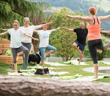 Yogastunde im Freien_GartenhotelMagdalena_RiedImZillertal