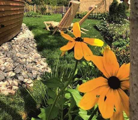 Garten mit Liegen_GlampingResortBliesgau_Kleinbittersdorf