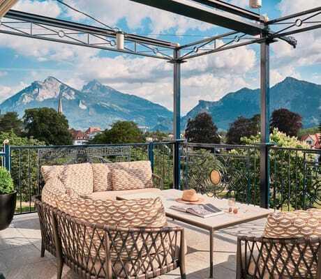 Terrasse_mit_Blick_auf_Berge_Grand_Resort_Bad_Ragaz