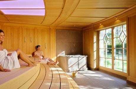 zwei Personen in der Sauna_HotelBareiss_Baiersbronn