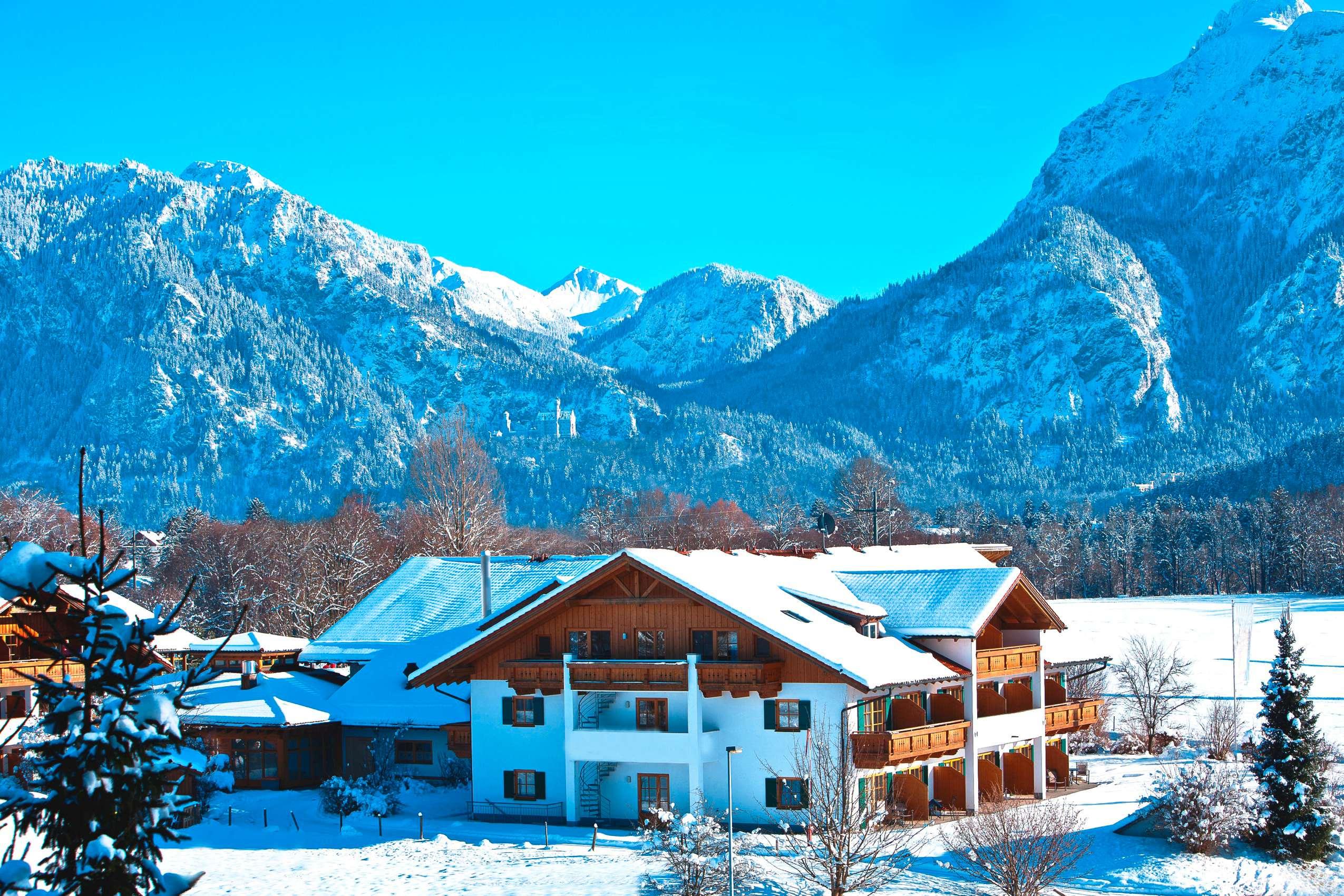 Hotelansicht_im_Schnee