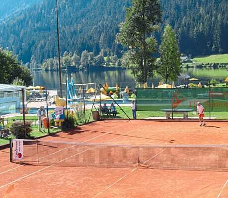 Tennisplatz_Familien_Sporthotel_Brennseehof_Feld_Am_See