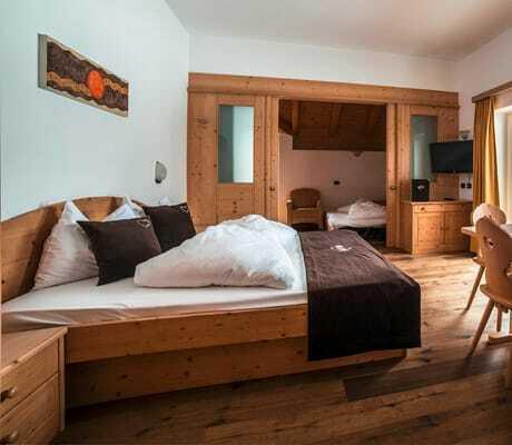 Blick in ein Doppelzimmer_HotelAlpin_Gossensass