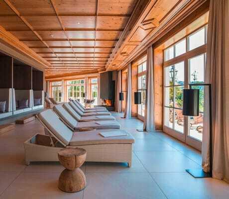 Liegen_im_Ruheraum_Interalpen-Hotel_Tyrol