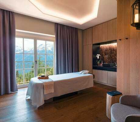 Massageliege_im_Spa_Interalpen-Hotel_Tyrol