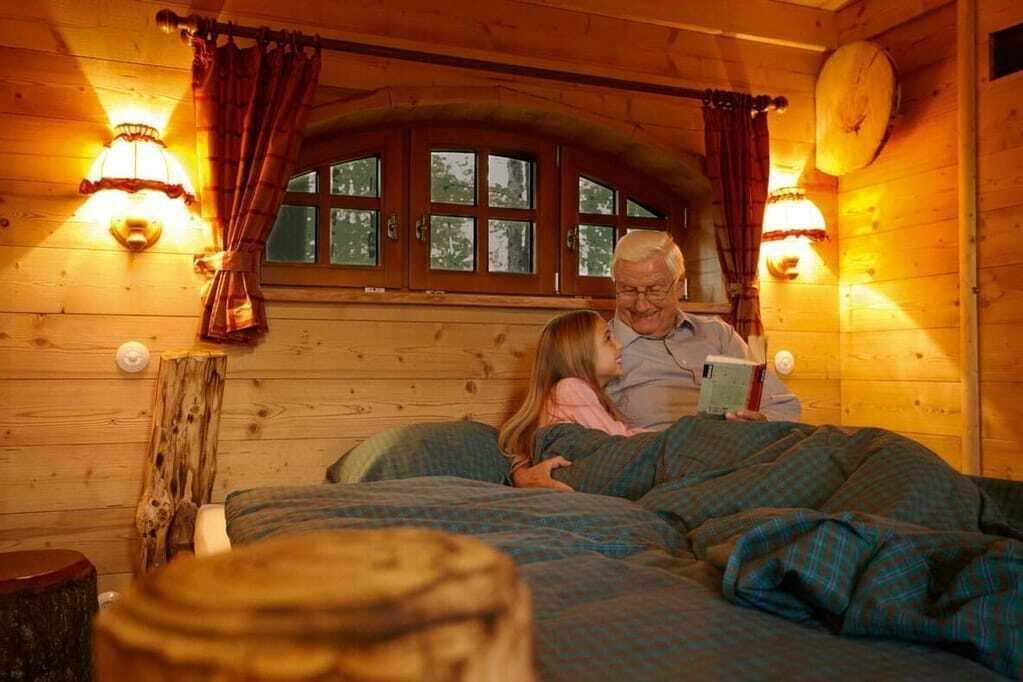 Natur-Resort Tripsdrill: Innenansicht Baumhaus