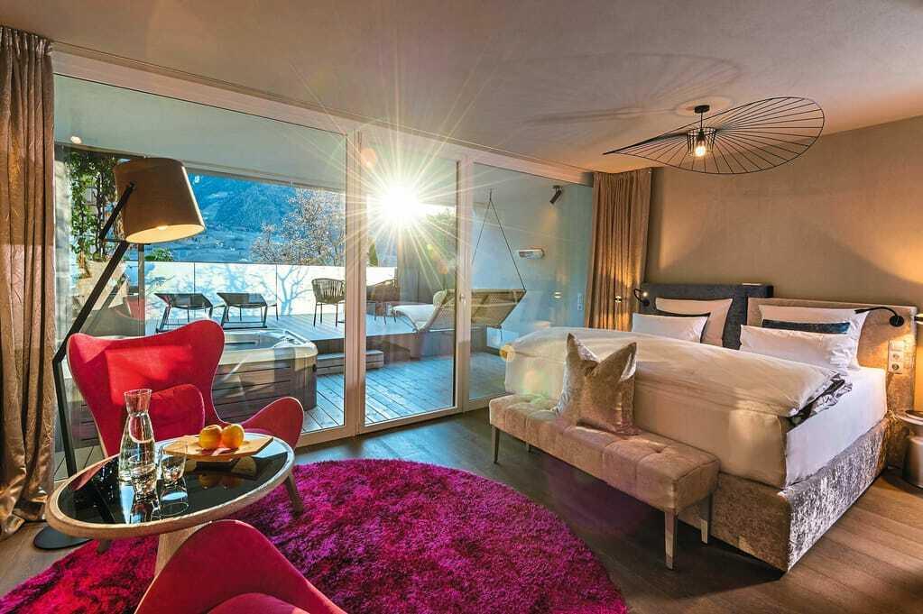 Blick in ein Zimmer_Preidlhof_Luxery_DolceVita_Resort_Naturns