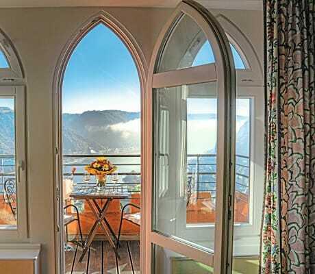 Blick aus dem Balkonfenster auf den Rhein Schloss Rheinfels