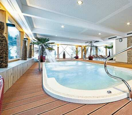 Indoor Entspannungspool_RomantikhotelWaxenstein_Grainau