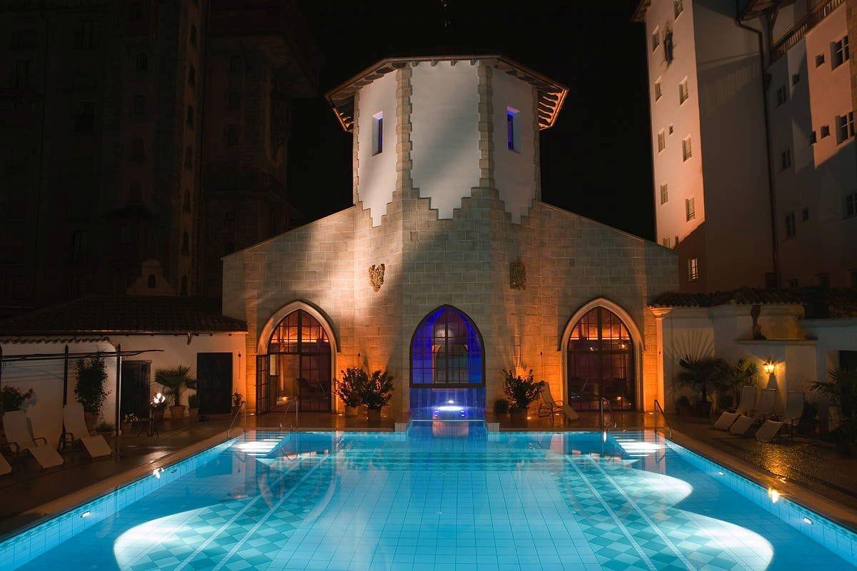 Pool_bei_Nacht_Santa_Isabel_Rust