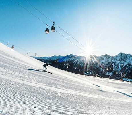 Skifahren bei sonnigem Wetter_Excelsior_Dolomites_Life_Resort_St_Vigil