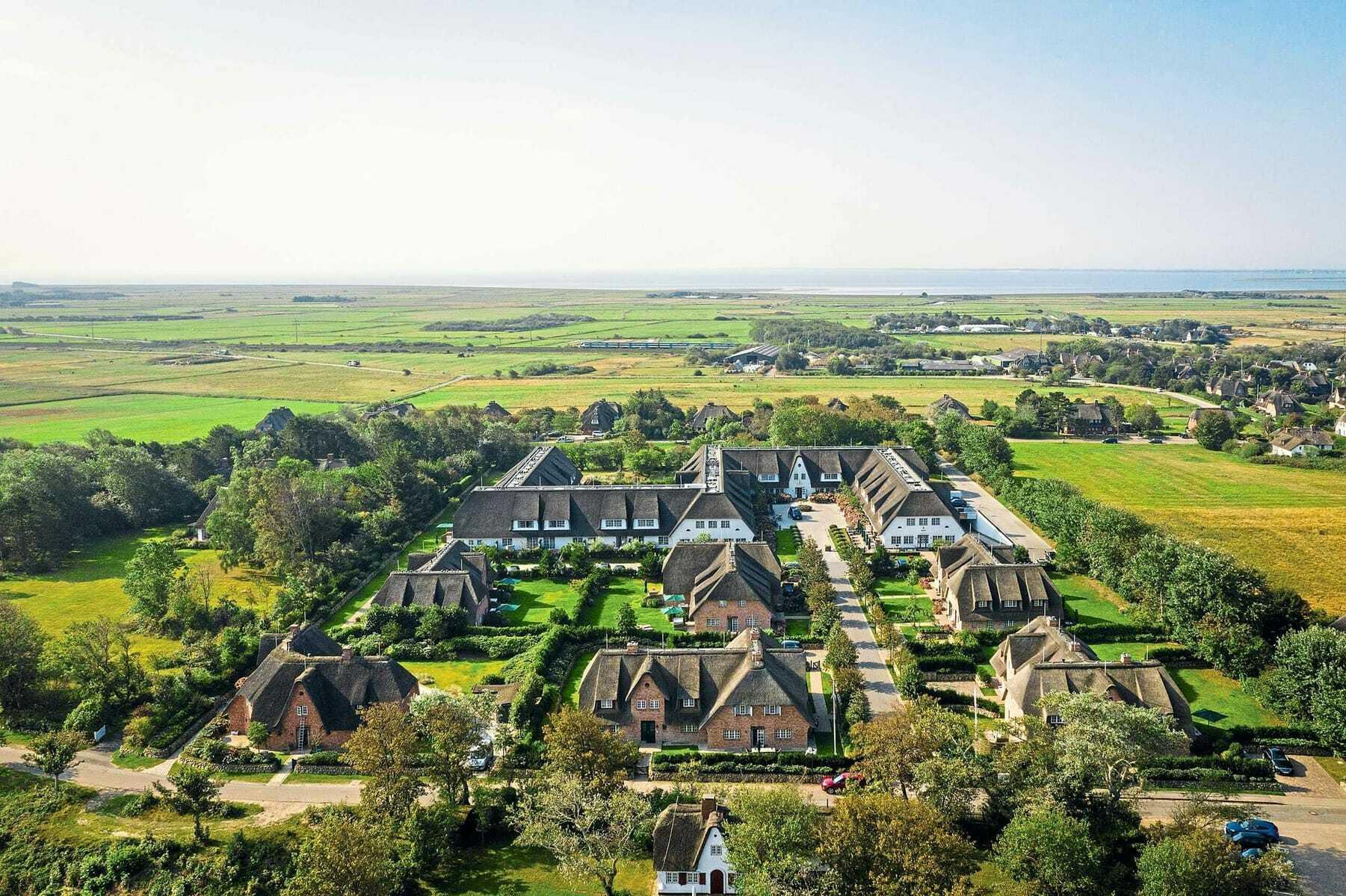 Blick von oben auf die Häuser_Severins_Resort_Spa_Keitum-Sylt