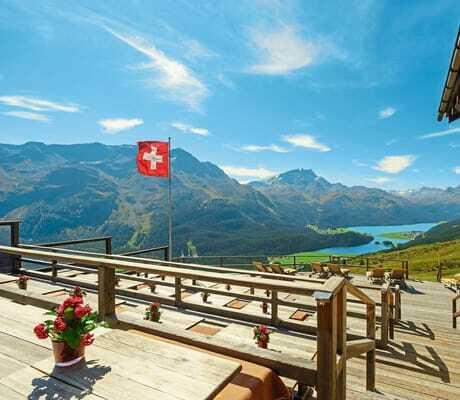 Terasse mit schöner Aussicht_Suvretta_House_St_Moritz