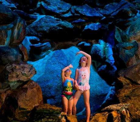 Zwei Mädchen im Piratenbad_Ulrichshof_Rimbach
