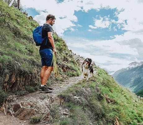 Lenny mit Herrchen_Vinschgerhof_Wandern mit Hund