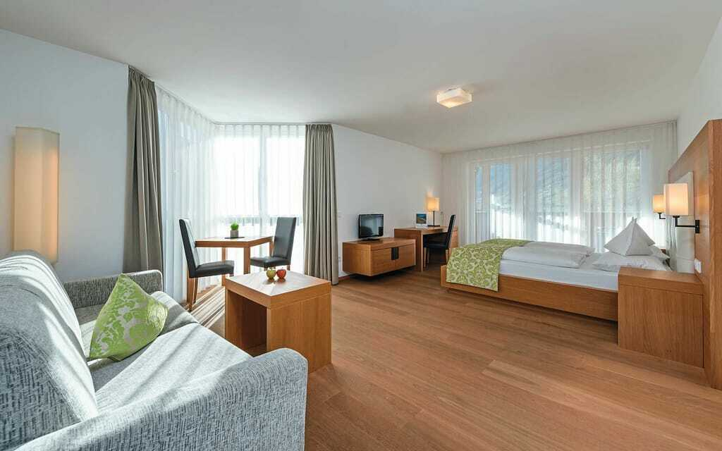 Blick in ein DoppelbettzimmerWanderhotel_Vinschgerhof_Schlanders