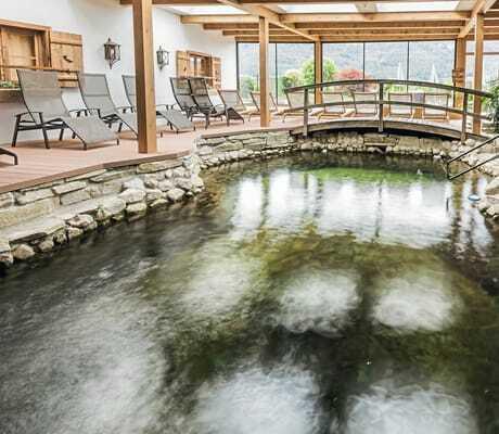 Indoor Quelle mit Liegen zum entpannen_Ebners_Waldhof_Am_See_Fuschl_Am_See