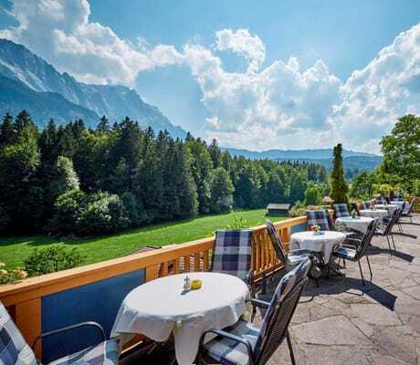 Terrasse_mit_Bergblick_Waxenstein