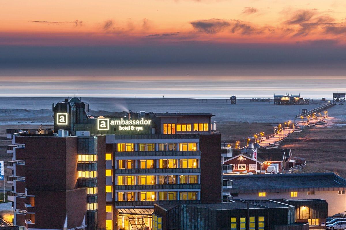 Blick abends auf das Hotel_AmbassadorHotel&Spa_St.PeterOrding