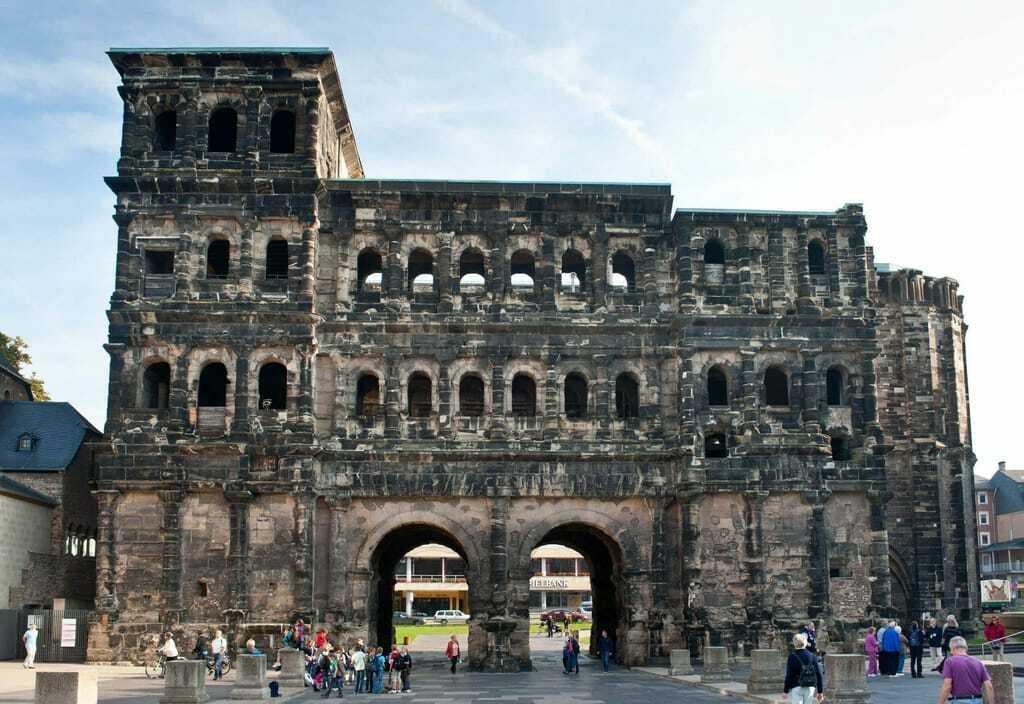 Blick auf die Porta Nigra in Trier