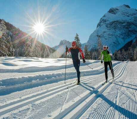 Zwei Leute beim Skilanglauf_Travel_Charme_Fuersetenhaus_Am_Achensee_Pertisau