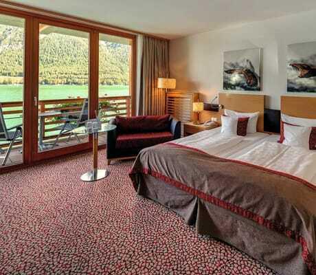 Blick in Doppelbettzimmer_Travel_Charme_Fuersetenhaus_Am_Achensee_Pertisau