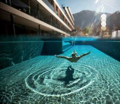 Unterwasseraufnahme im Hotelpool_Hotel_Winkler_St_Lorenzen