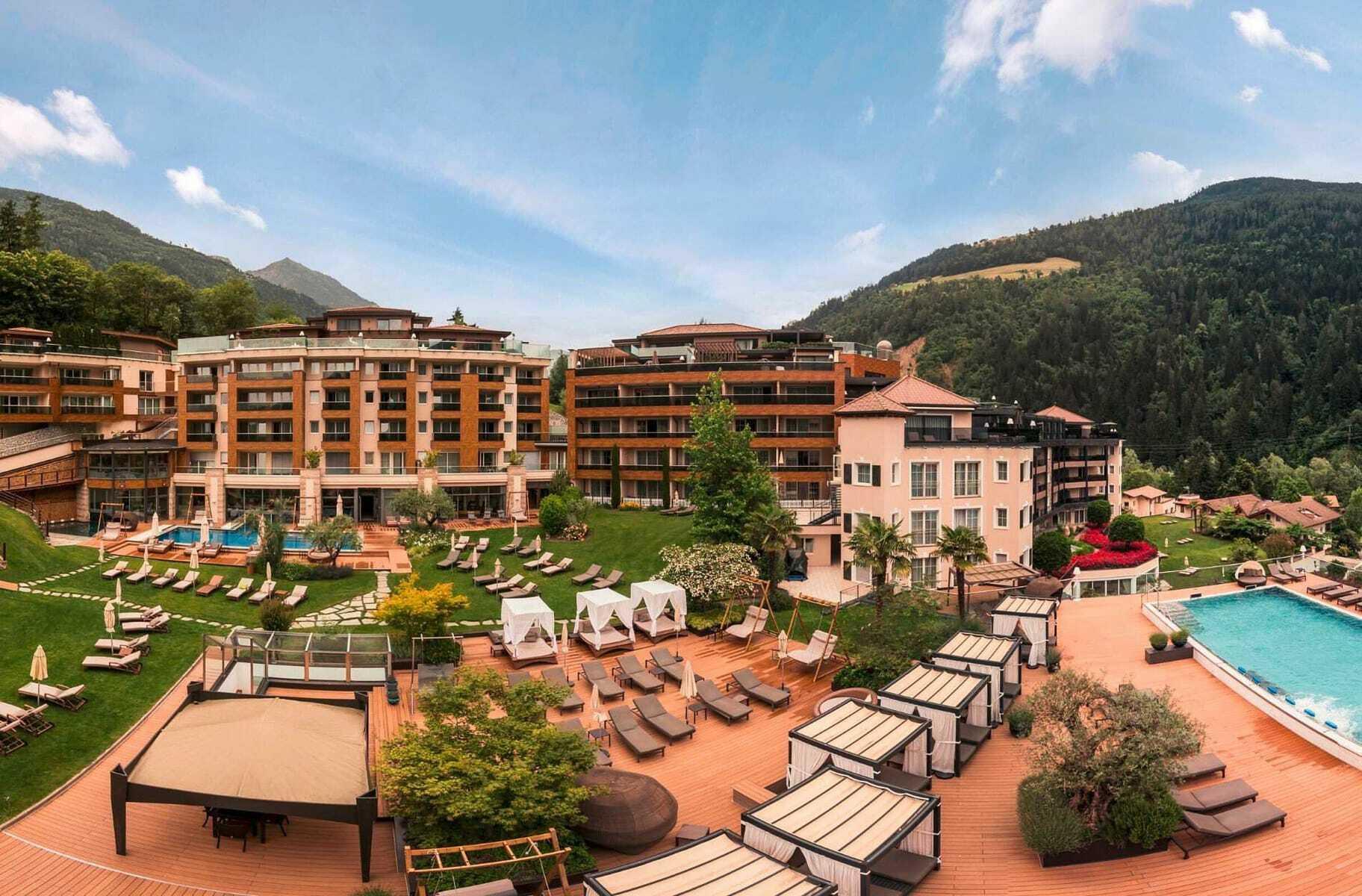 Panoramablick_auf_Quellenhof_Resort
