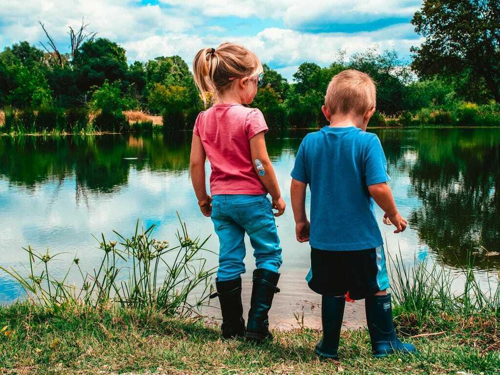 Reiseziele im Oktober Kinder am See