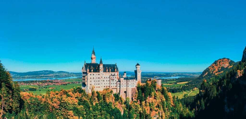 Reiseziele im Oktober Schloss Neuschwanstein Allgäu