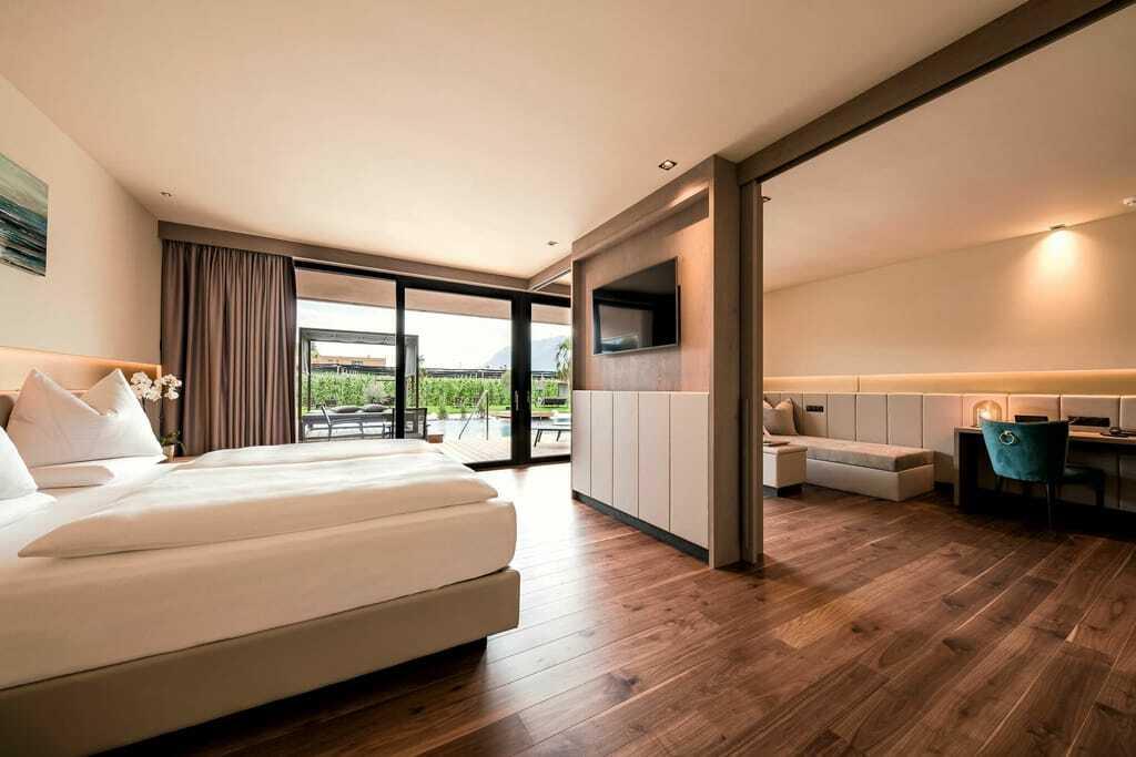 Suite mit Poolblick im Hotel Weinegg