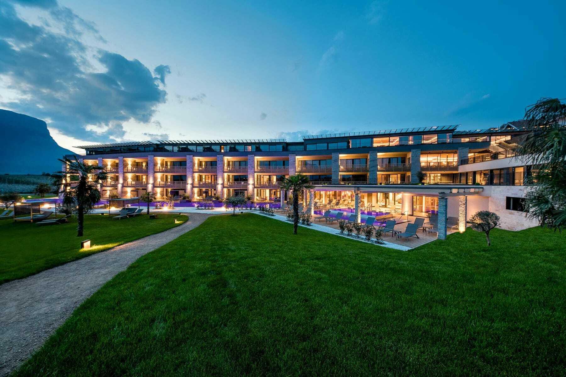 Blick auf fassade Hotel Weinegg