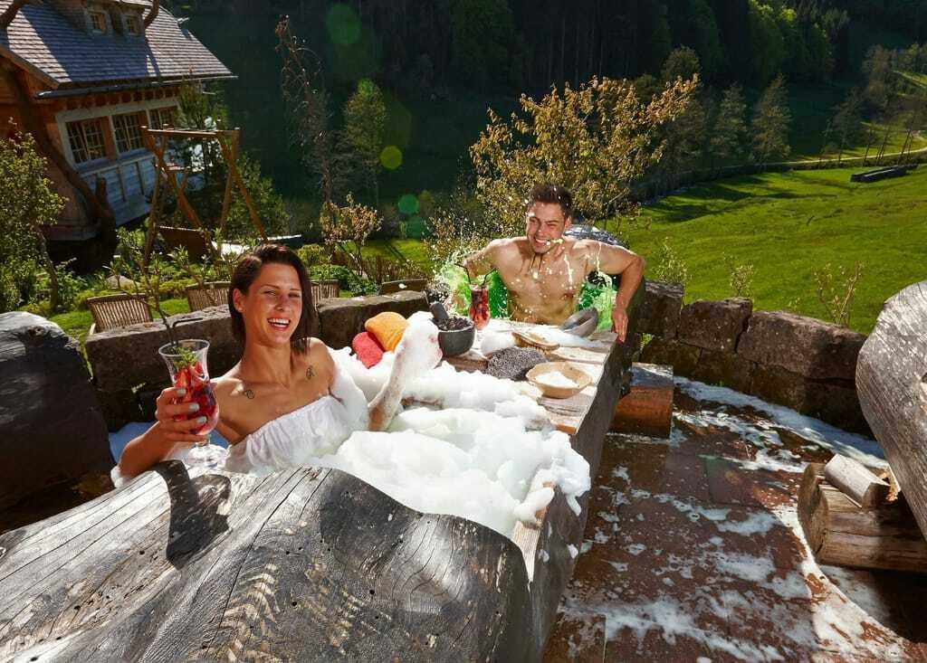 Baumstammbad im Wellnesshotel Tann im Schwarzwald