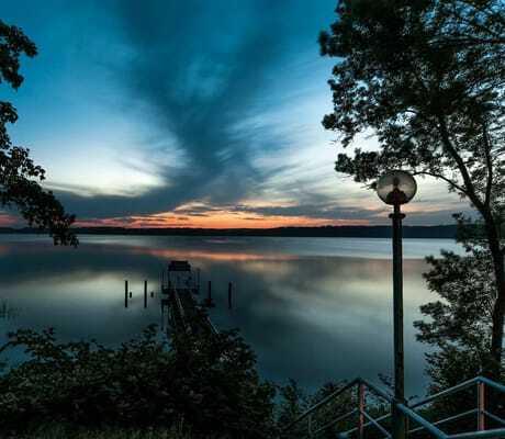 Sonnenuntergang am Steg mit Ausblick