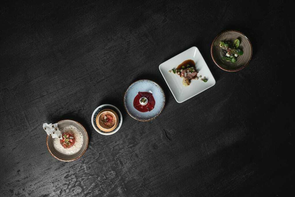Verschiedene Gerichte im Quellenhof Luxury Resort Passeier