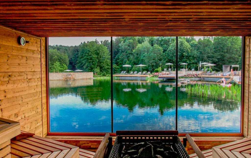 Außergewöhnliche Hotelsaunen: Saunainsel im Hotel Pfalzblick