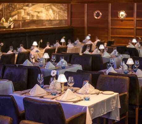 gedeckte_Tische_im_Restaurant_Captains_Finest_Bell_Rock_Rust
