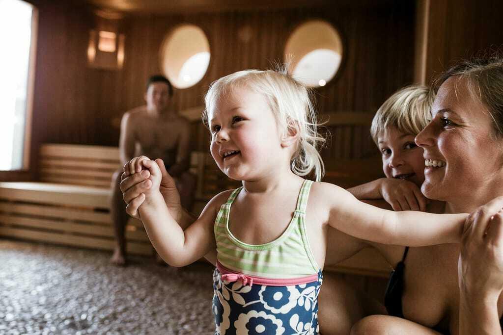 Wellness mit Kindern in der Sauna