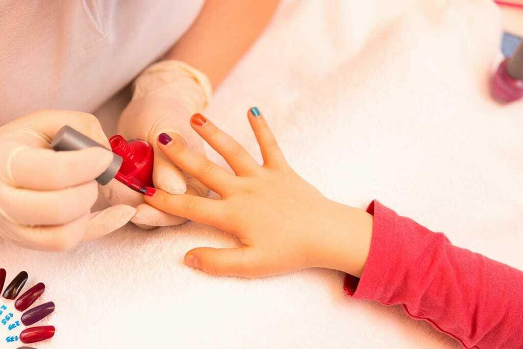 Wellness mit Kindern Maniküre