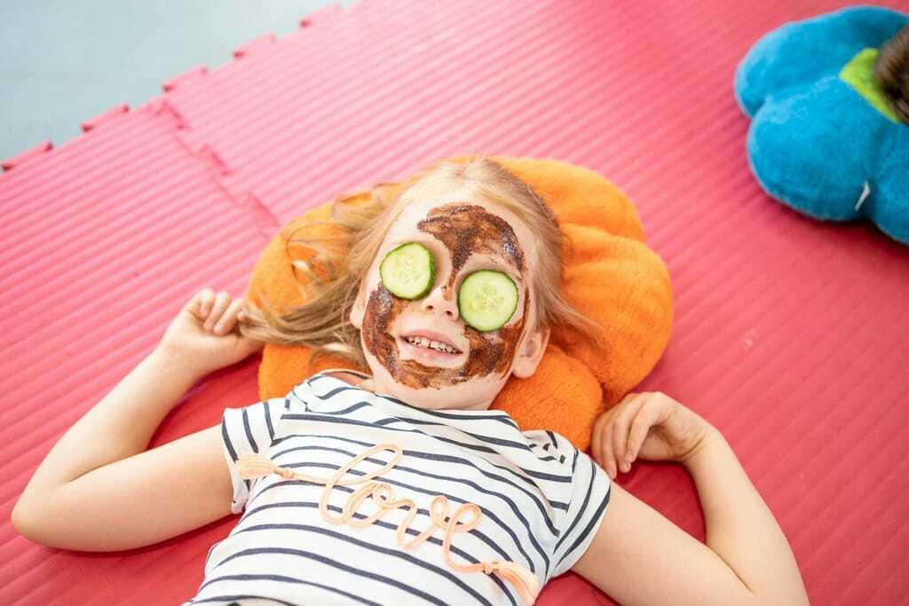 Wellness mit Kindern Schokomaske im Familotel Kaiserhof
