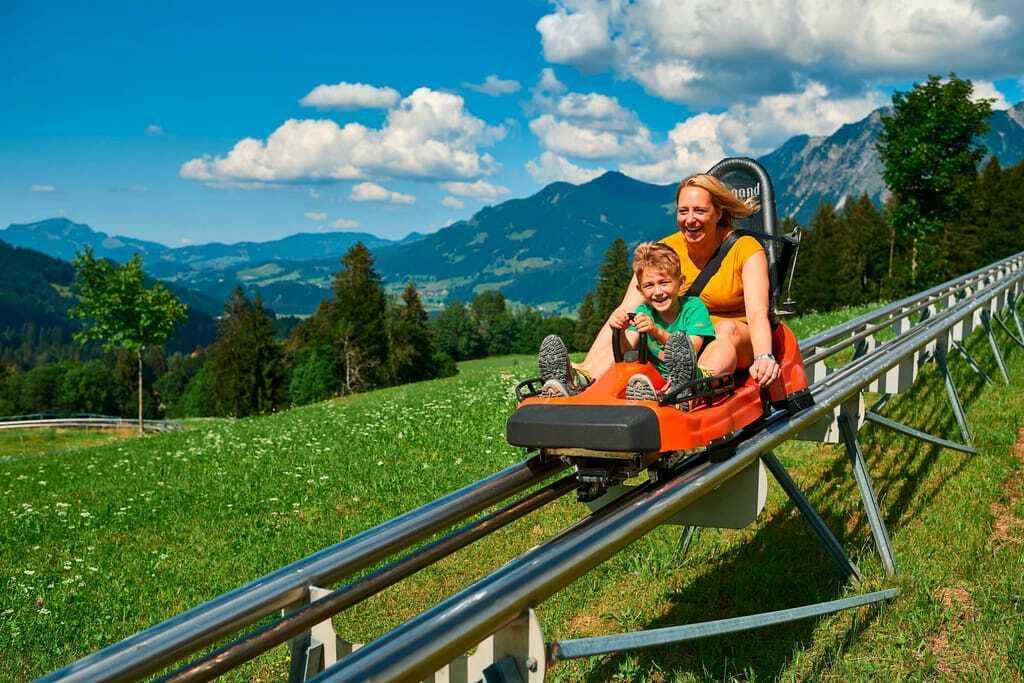 Sommerrodelbahnen im Allgäu: Spaß für die Familie