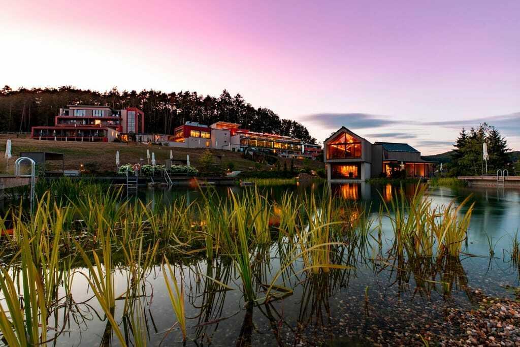 Außenansicht Hotel Pfalzblick Wald Spa Resort