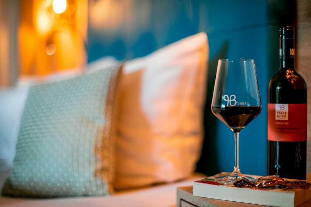 Weinhotels: Rotwein auf dem Zimmer